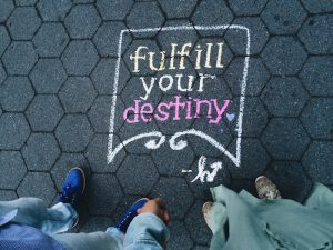 Fulfill your destiny in krijtletters